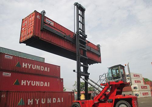 dịch vụ xe nâng hàng tại cầu cảng đình vũ