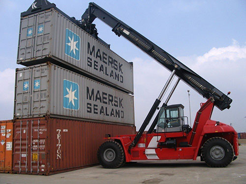 dịch vụ xe nâng hàng tại cảng lê quốc