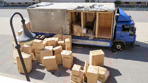bốc xếp hàng hóa tại cảng nam hải